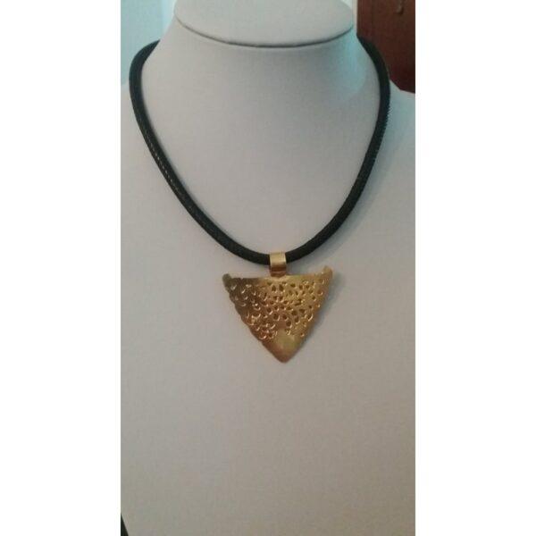 collier avec le pendentif khlel