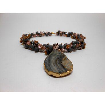 collier en pierre d'agate et cristaux