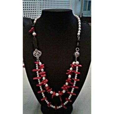 Collier avec perles corail