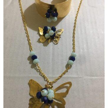 Parure en cuivre trempé dans l'or avec des perles en cristal.