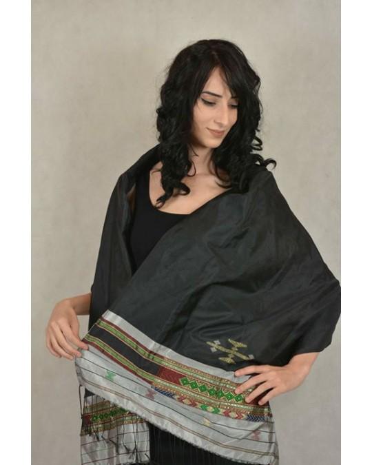 Écharpe tissée en soie